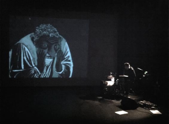 Tête dans la toile // sur la scène du Strapontin // 2014